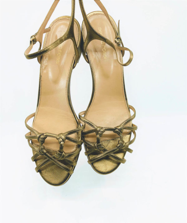 Gold sandals with low heels