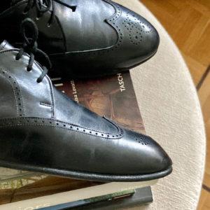 Derbies in black leather